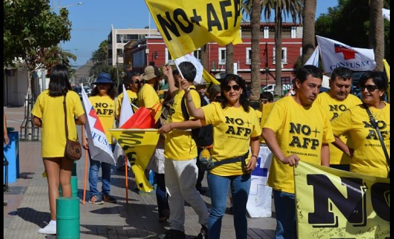 """Los limarinos recorrieron las principales calles de la ciudad en torno al mensaje """"No + AFP""""."""