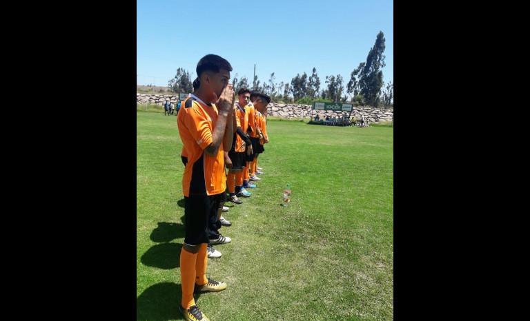 Jugadores de la Escuela de Fútbol Cobreloa-Ovalle en formación. 3d9d8871aa321