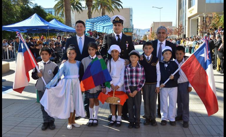 En la Plaza de Armas de nuestra comuna se llevó a cabo el tradicional desfile por las Glorias Navales.