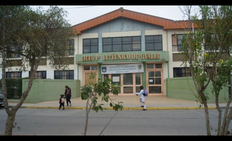 Alumna es agredida en plena sala de clases
