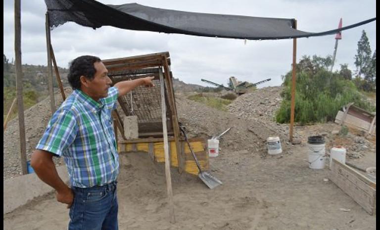 Areneros en pie de guerra por obras de la costanera en el sector de Las Losas