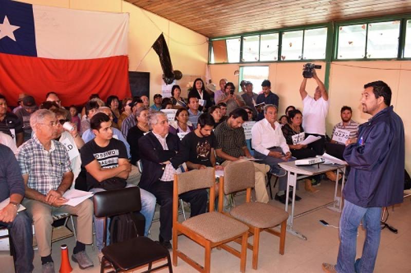 En la Escuela Pejerreyes se llevó a cabo la jornada cargada de  tensión en donde participaron vecinos, SEA y representantes de la empresa minera.