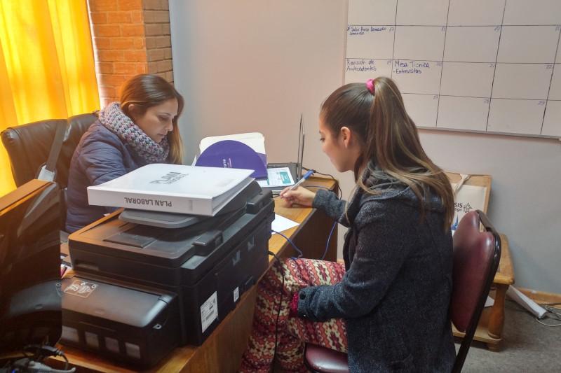 El ingreso al programa se gestiona mediante FOSIS, para que  luego a través de las profesionales de la municipalidad, se comience con la intervención.