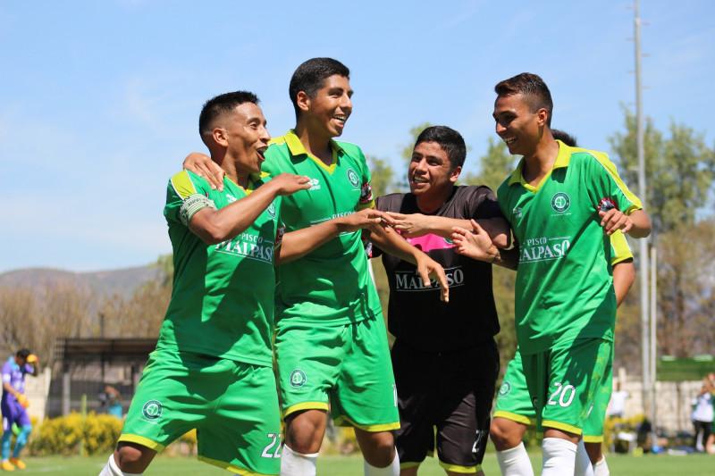 Araya, Orrego, Cea y Rivera celebrando el 3 a 1.