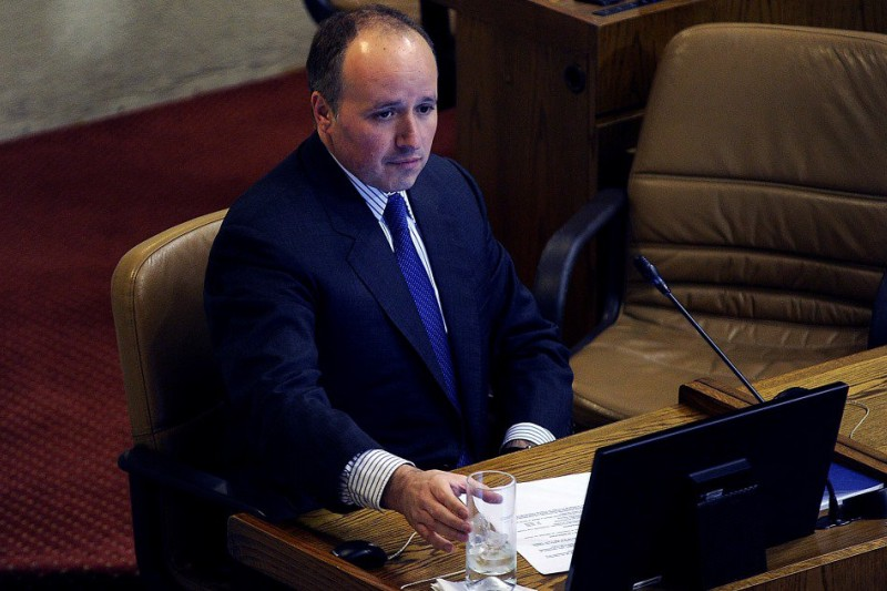 Jorge Insunza presenta su renuncia por cuestionamientos por asesorías