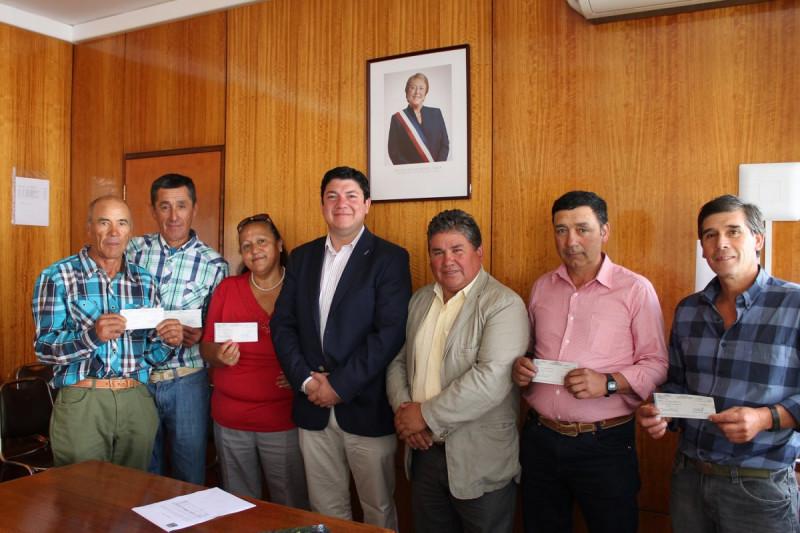 Crianceros de Limarí reciben bono de transporte en gobernación provincial