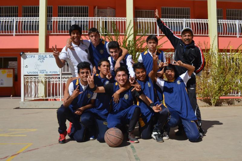 Colegio Raúl Silva Henríquez gana copa aniversario en básquetbol