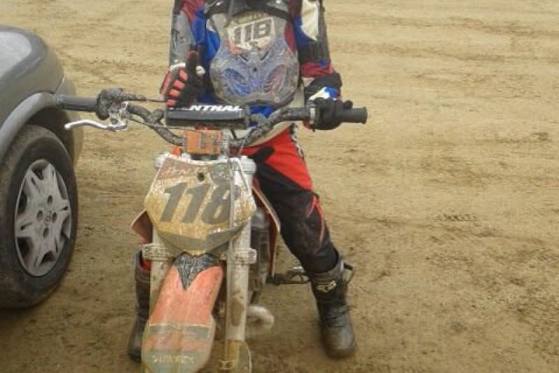 Motociclista la rompe en el campeonato regional
