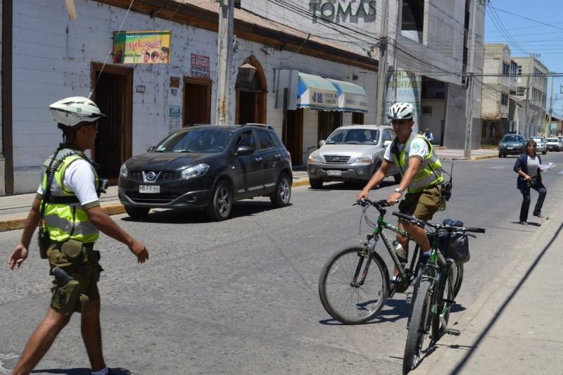 Intentan atropellar a Carabinero ciclista para evadir patrullaje