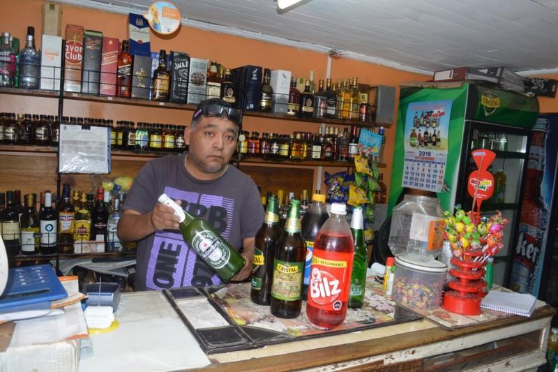 Dueño de botillería acusa a CCU Ovalle por productos en mal estado