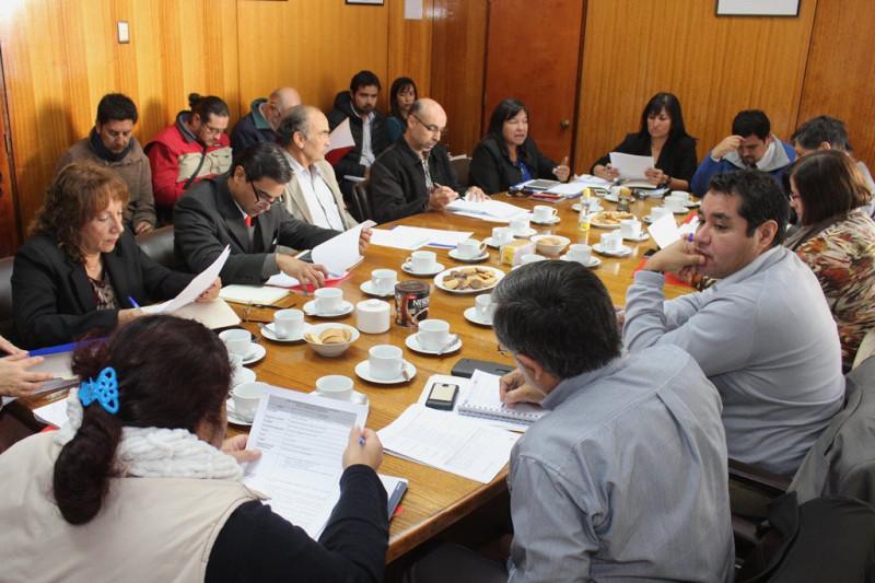 MOP presenta propuesta de plantas desalinizadoras para la provincia