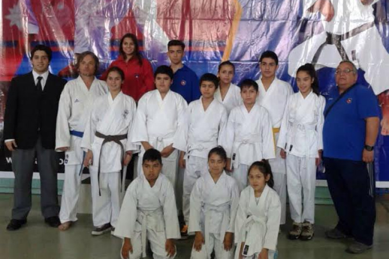 Karatecas regresan con medallas desde el norte