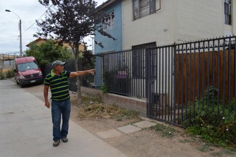 Hombre atemoriza a residentes de pasaje en Población Cancha Rayada