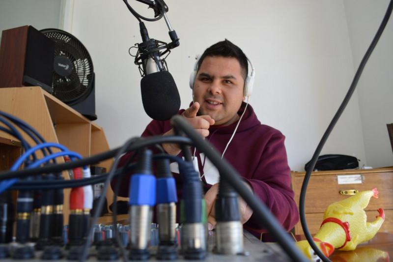 El locutor radial más joven de la capital limarina